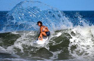 オリンピック競技会場「釣ヶ崎海岸」で行われるサーフィン大会
